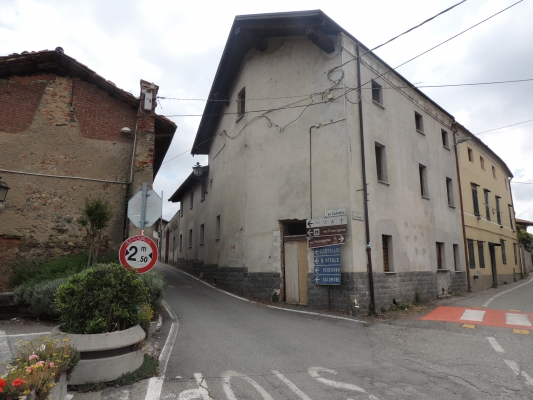 ROPPOLO: Casa da ultimare in centro paese